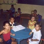I bambini a lezione in aula chiusa (II° anno asilo)