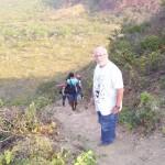 Per arrivare al villaggio Mundel si lascia la jeep e si procede a piedi