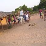 Arrivo a cavallo al villaggio Mundel